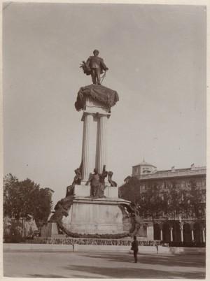 Pietro Costa, Monumento a Vittorio Emanuele II, 1882-1899. Fotografia di Mario Gabinio, 1910 ca. © Fondazione Torino Musei.