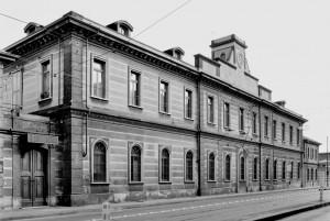OGR. Fronte strada della Palazzina uffici, anni '80-'90. Fotografia Pier Paolo Viola. © Museo Ferroviario Piemontese per MuseoTorino
