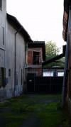 Retro della cascina Bussone. Fotografia di Edoardo Vigo, 2012.