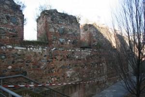 Resti delle murature perimetrali della scuderia occidentale. Fotografia di Enrico Lusso per MuseoTorino.