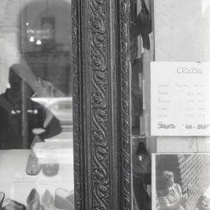 Scali, calzature, particolare dell'esterno, Fotografia di Marco Corongi, 2001 ©Politecnico di Torino