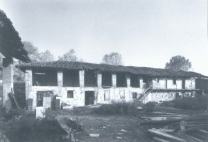 Foto storica della manica orientale, vista dal cortile della cascina Antiochia. © EUT 6.