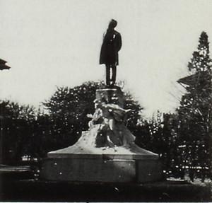 MONUMENTO A GALILEO FERRARIS. Fotografia degli anni Ottanta del Novecento