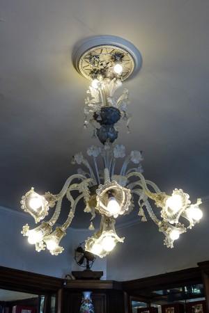 Confetteria Pasticceria Pfatisch, particolare del lampadario, 2017 © Archivio Storico della Città di Torino