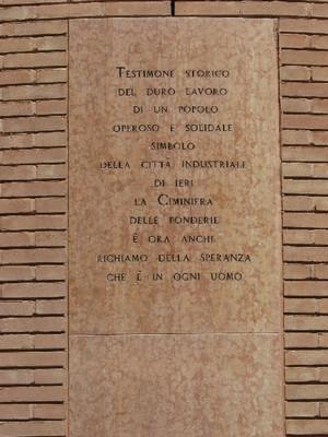Iscrizione posta alla base della ciminiera-campanile. Fotografia agosto 2010.©MuseoTorino.