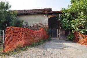 Ingresso della cascina Cavaliera. Fotografia di Ilenia Zappavigna, 2012.