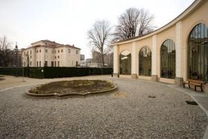 Villa Amoretti, sede dell'omonima biblioteca civica, all'interno del parco Rignon. Fotografia di Roberto Goffi, 2006.