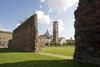 Scorcio del Duomo attraverso i resti delle mura romane. Fotografia di Marco Saroldi, 2010. © MuseoTorino.