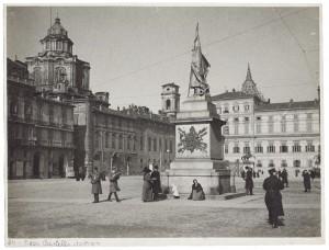 Vincenzo Vela, Monumento all'Alfiere dell'Esercito Sardo, 1856. Fotografia Dall'Armi. © Archivio Storico della Città di Torino