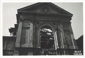 Via del Carmine 3, Chiesa Madonna del Carmine. Effetti prodotti dai bombardamenti dell'incursione aerea dell'8 agosto 1943. UPA 3819_9E02-30. © Archivio Storico della Città di Torino/Archivio Storico Vigili del Fuoco