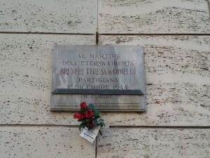 Lapide in memoria di Teresa Bruneri Comelli in via Nicola Fabrizi. Fotografia di Paola Boccalatte, 2013. © MuseoTorino