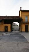 Ingresso alla cascina Olivero, visto dal cortile interno. Fotografia di Edoardo Vigo, 2012.