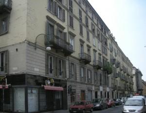 Edificio di civile abitazione e negozio in via San Massimo 7