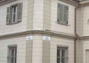 L'indicazione della via Arezzo all'ingresso della «cartiera».Fotografia di Davide Anselmo,1 settembre 2010.© MuseoTorino