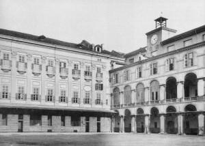 L'Accademia e gli Archivi di Corte in uno scatto degli anni quaranta del Novecento (da Palmas, 1989).