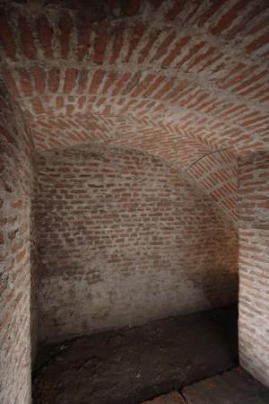 Camera da mina edificata fra il 1799 e il 1800 alla testa della capitale bassa del bastione S. Maurizio Soccorso. Fotografia di Paolo Bevilacqua e Fabrizio Zannoni.