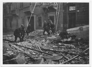 Via Goffredo Casalis ang. Via Duchessa Jolanda. Effetti prodotti dai bombardamenti dell'incursione aerea del 20-21 novembre 1942. UPA 2008_9B04-34. © Archivio Storico della Città di Torino