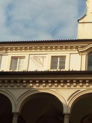Orologio solare, Seminario Metropolitano, Cortile. Fotografia del 2020