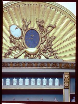 Farmacia Operti, particolare della cimasa, 1998 © Regione Piemonte