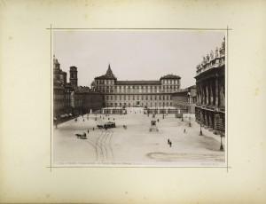 Palazzo Reale di Torino ripreso dall'Albergo d'Europa. Fotografia di Brogi. © Archivio Storico della Città di Torino