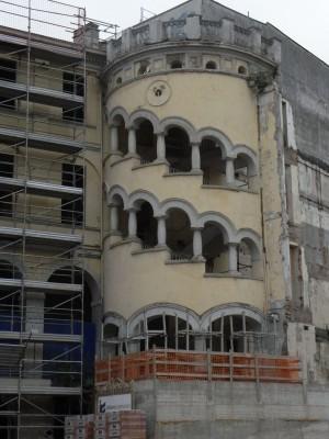 Istituto Richelmy. La caratteristica torre vista dall'interno del cortile. Fotografia L&M, 2011.