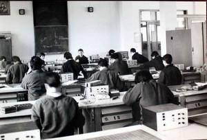Esercitazione di una classe della Casa di Carità negli anni Ottanta.©Archivio Casa di Carità Arti e Mestieri.