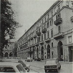 Complesso di piazza Carlo Felice all'imbocco di via Roma
