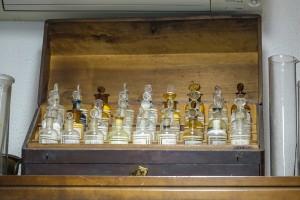 Farmacia Montanaro-Bacolla, reagentario chimico portatile, 2017 © Archivio Storico della Città di Torino