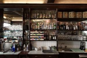 Abrate, bar-tavola calda; ex pasticceria. Scaffalatura, 2017 © Archivio Storico della Città di Torino