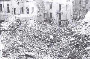 Incursione del 28 novembre 1942, effetti della bomba da ottomila libbre sganciata sul quartiere Sant'Agostino. © Archivio Storico AMMA