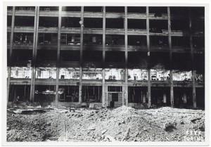Stabilimento FIAT Lingotto. Effetti prodotti dai bombardamenti dell'incursione aerea del 29 marzo 1944. UPA 4420_9E05-51. © Archivio Storico della Città di Torino /Archivio Storico Vigili del Fuoco