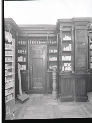 Farmacia Bestente, scaffalature, 1998 © Regione Piemonte