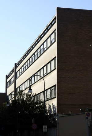 Scuola di Applicazione prospetto su via Confidenza tra le vie Brofferio e Ponza. Fotografia di Caterina Franchini.