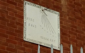 Orologio solare, palazzina in via Val della Torre, 82
