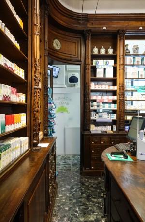 Farmacia degli Stemmi, già Alleanza Cooperativa Torinese N. 7, particolare passaggio retro bancone, 2017 © Archivio Storico della Città di Torino