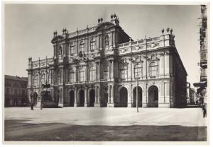Palazzo Carignano, prospetto su Piazza Carlo Alberto. Fotografia di Giancarlo Dall'Armi, 1911-1928. © Archivio Storico della Città di Torino