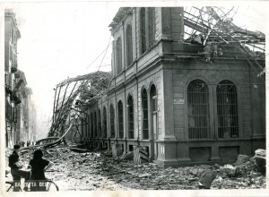 Biblioteca civica Centrale, corso Palestro angolo via della Cittadella, l'edificio dopo il bombardamento, 1943. Biblioteca civica Centrale © Biblioteche civiche torinesi
