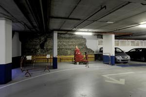 Resti delle mura romane nel parcheggio sotterraneo di piazza Emanuele Filiberto. Fotografia di Paolo Gonella, 2010. © MuseoTorino