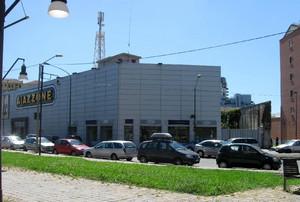 Edificio commerciale in largo Giachino 91 da via Foligno. Fotografia di Elisa  Parmesani, 2010. © MuseoTorino
