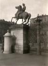 Cancellata di Piazzetta Reale. Dioscuro Polluce. Fotografia di Mario Gabinio, 1932 ca. © Fondazione Torino Musei - Archivio fotografico