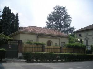 Edificio di civile abitazione e magazzino in via Villa della Regina 24