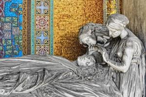 """22 AIII Edoardo Rubino (1871-1954) scultore e Giulio Casanova (1865-1971) mosaici, Tomba Porcheddu, 1912 (Arcata 51); firmata e datata """"ED.RUBINO 1912"""". Fotografia di Roberto Cortese, 2018"""