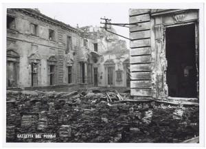 Via Giovanni Giolitti (già Via Mario Gioda 26), Palazzo delle Corporazioni. Effetti prodotti dai bombardamenti dell'incursione aerea dell'8 dicembre 1942. UPA 2652_9C04-07.  © Archivio Storico della Città di Torino