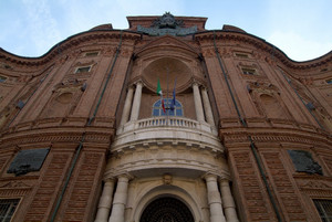 La facciata di Palazzo Carignano (particolare). Fotografia di Fabrizia Di Rovasenda, 2010. © MuseoTorino-Soprintendenza per i Beni Storici, Artistici ed Etnoantropologici del Piemonte.