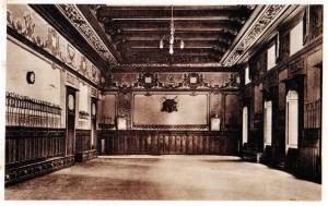 Cartolina d'epoca della sala di riunione della Scuola di Guerra. Calcocromia, IGIDA Novara.