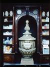 Farmacia Anglesio, grande vaso marmoreo, 1998 © Regione Piemonte