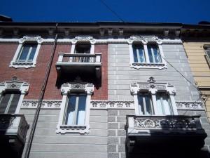 Pietro Fenoglio, Casa Padrini, 1905, particolare delle finestre e dei balconi. Fotografia L&M, 2011.