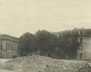 Esagono fotografato sullo sfondo degli scavi del Cisternone nell'estate del 1890 (particolare)- Archivio Storico della Città di Torino, D561. © Archivio Storico della Città di Torino