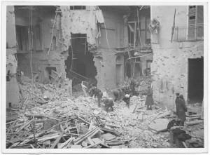 Via Pietro Bagetti ang. Via Duchessa Jolanda [?]. Effetti prodotti dai bombardamenti dell'incursione aerea del 18-19 novembre 1942. UPA 1525_9A05-22. © Archivio Storico della Città di Torino