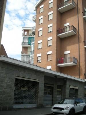Edificio ad uso abitativo e commerciale in via Aosta 25